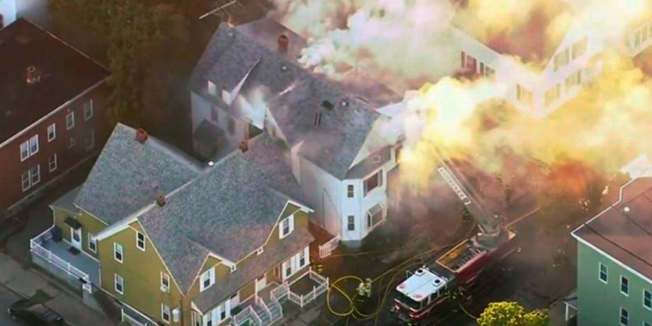 FOTOS: Se incendian 39 casas por explosiones de gas en Massachusetts