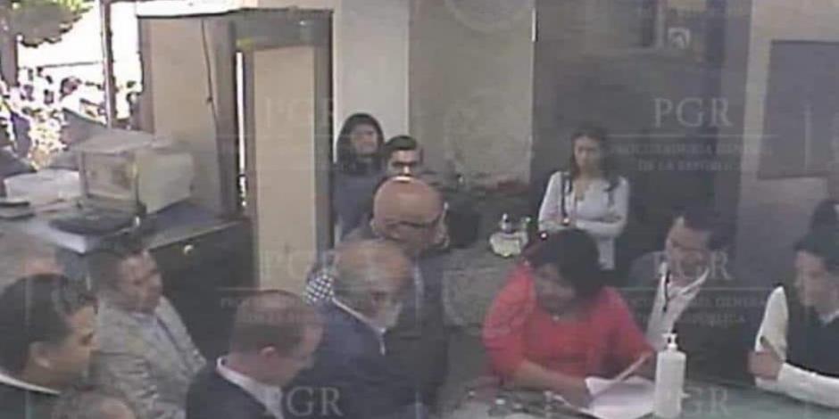 INE ordena a PGR bajar de Internet video de visita de Anaya