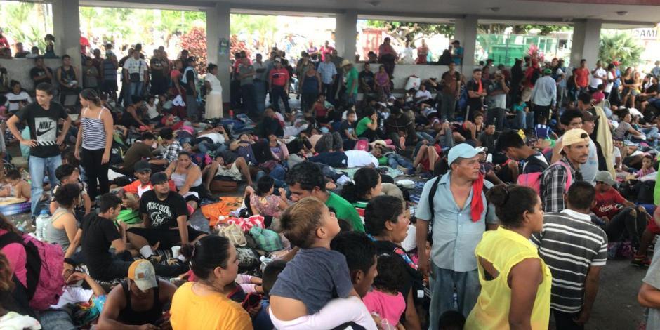 Amanecen migrantes centroamericanos en Parque Central de Tapachula