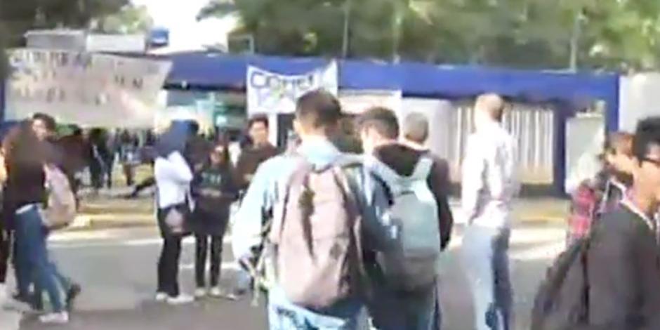 Alumnos logran abrir CCH Azcapotzalco, pero aún no tienen clases