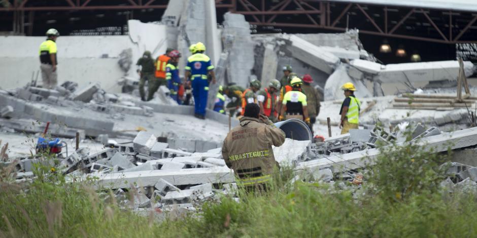 VIDEO: Suman 7 muertos tras derrumbe de construcción en NL