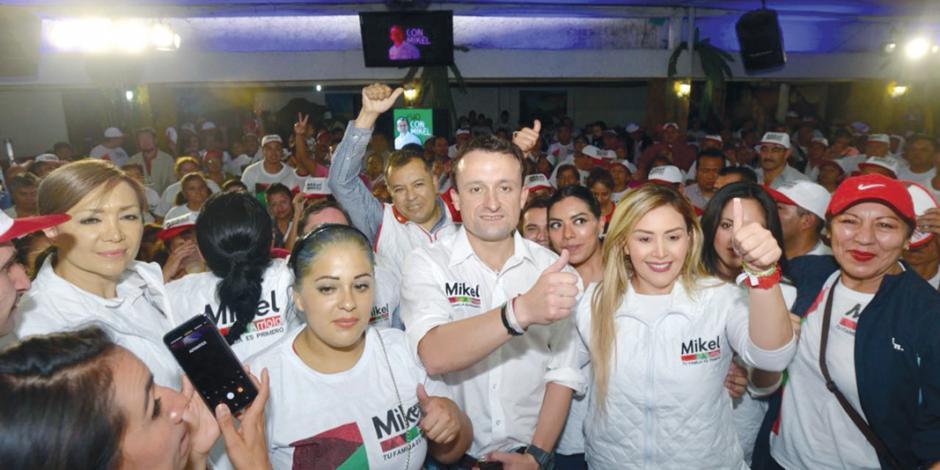 En Venustiano Carranza, Mikel promete acabar con cacicazgos
