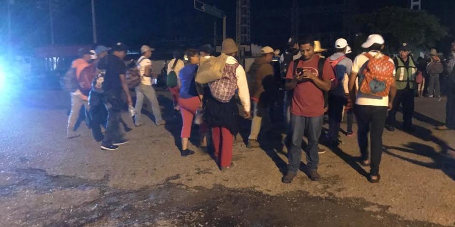 Madrugan migrantes para llegar a Arriaga, Chiapas
