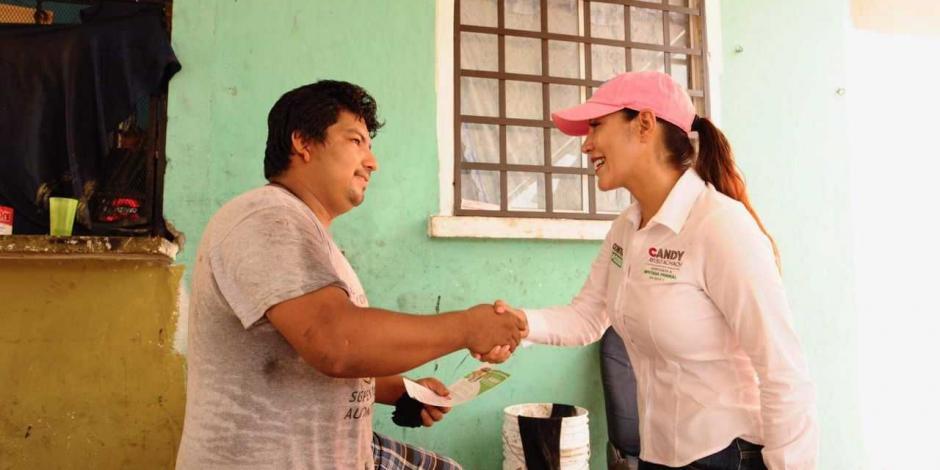 Candy Ayuso comprometida a legislar para ampliar becas a jóvenes
