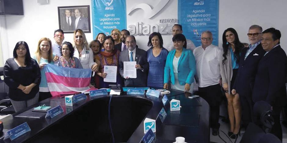 Firma Panal pacto de inclusión con la comunidad lésbico-gay