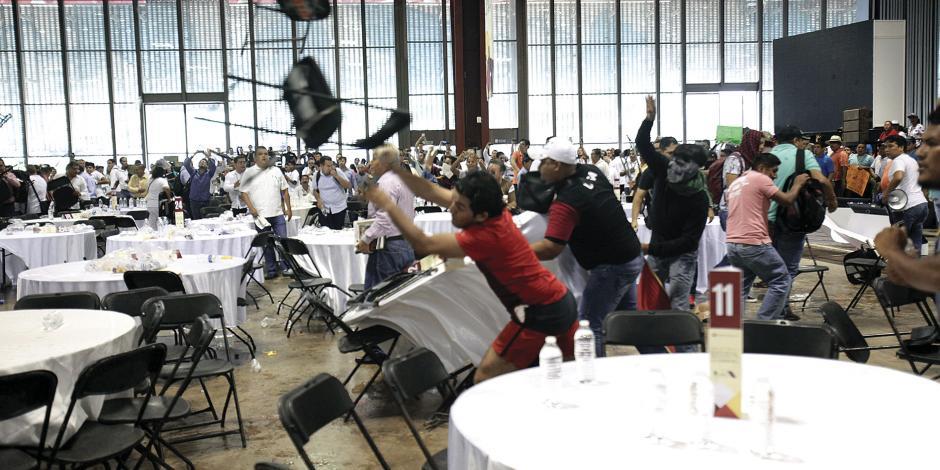 CNTE revienta hasta los foros educativos que la benefician