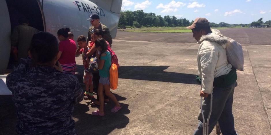 Desisten mil 107 hondureños de caravana y deciden regresar a su país