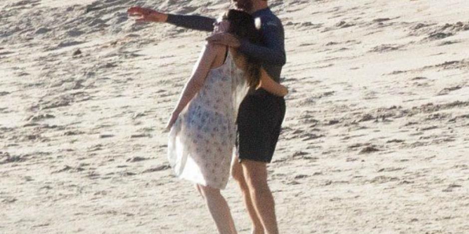 Filtran foto de supuesto romance entre Dakota Johnson y Chris Martin