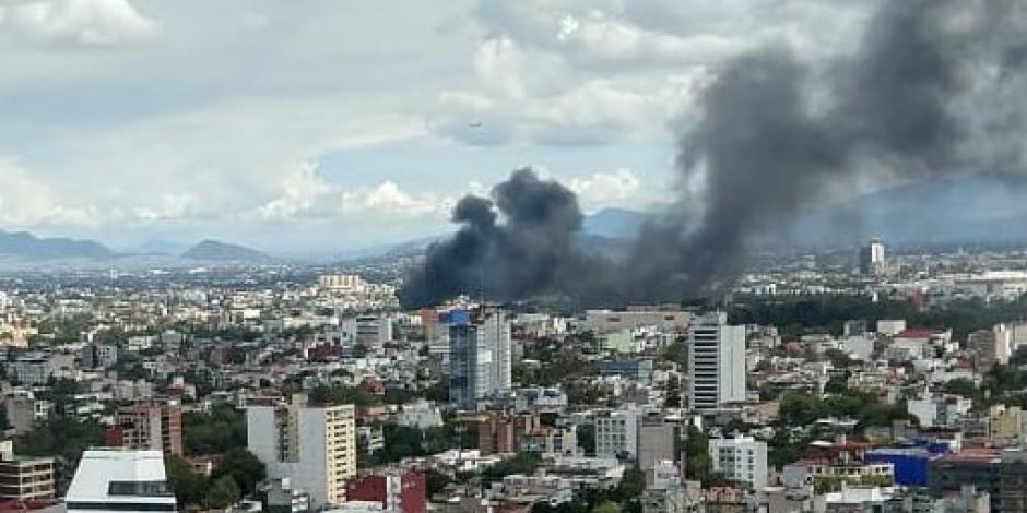 VIDEO: Incendio en llantera de la CDMX deja 2 heridos