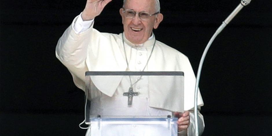 """Papa Francisco enfrenta ataques con """"oración y silencio"""""""