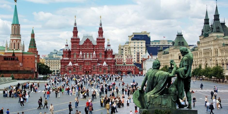 Evacuan 4 mil personas por alerta de bomba en Plaza Roja de Moscú