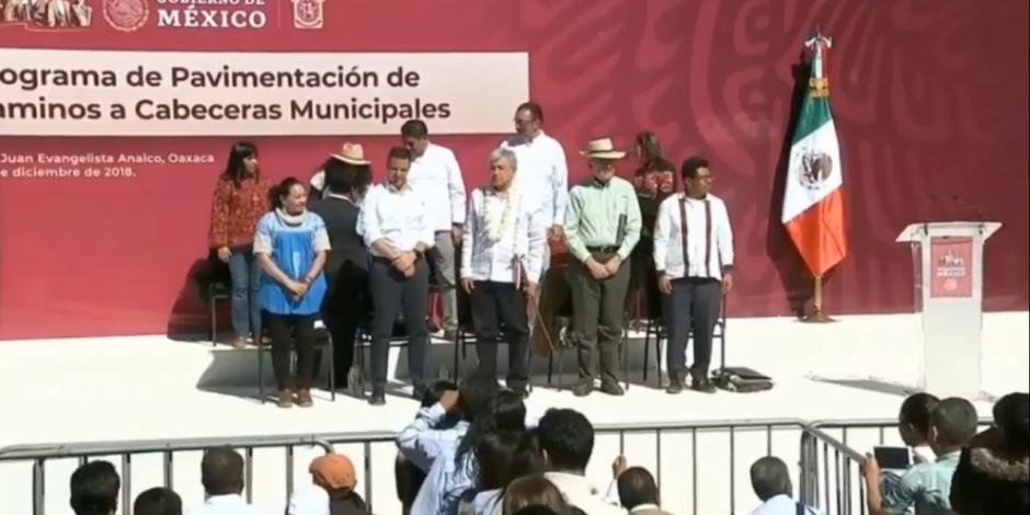 AMLO convoca a oaxaqueños a trabajar unidos para lograr desarrollo