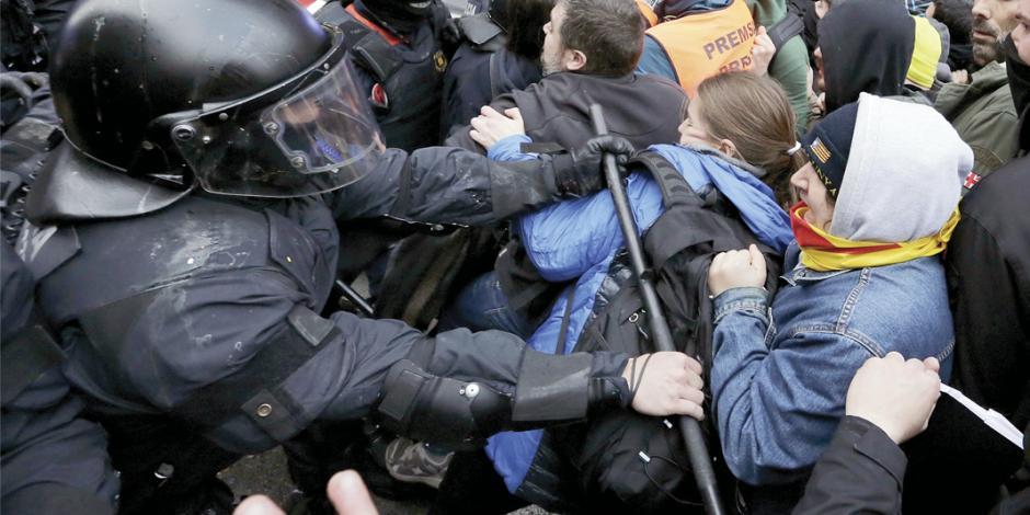 Acaba huida del independentista catalán Puigdemont; lo detienen en Alemania