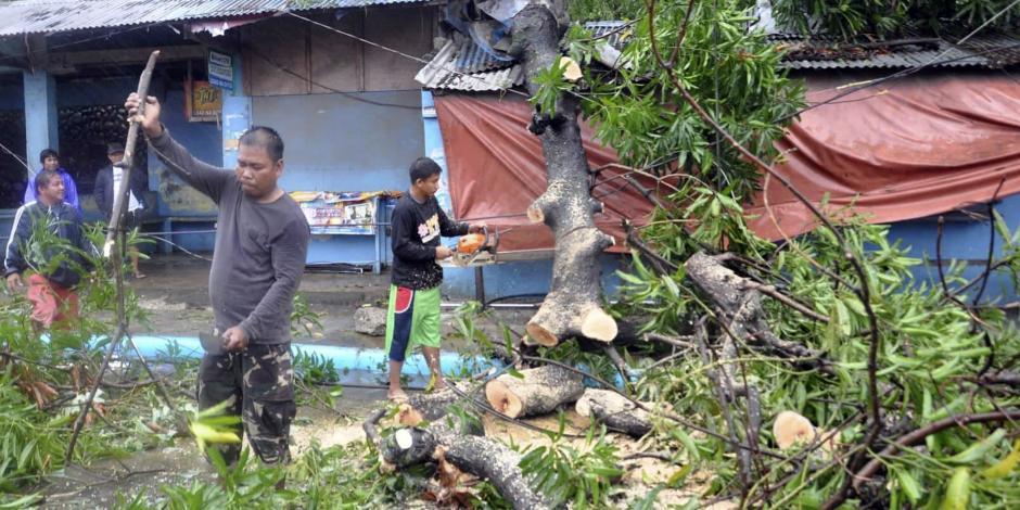 Van 9 muertos y decenas de desaparecidos por paso de Yutu en Filipinas