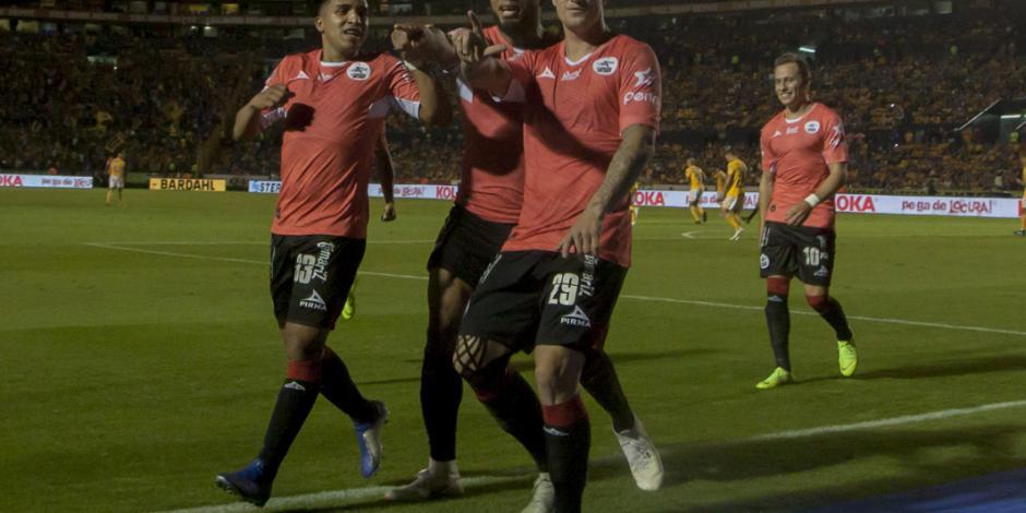 Lobos rescatan empate de 2-2 ante Tigres en jornada 14 del Apertura