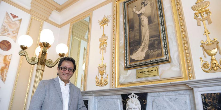 Héctor Infanzón rinde tributo al Teatro de la Ciudad Esperanza Iris