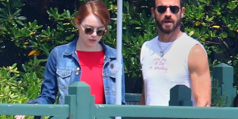 Captan a Emma Stone y Justin Theroux en pleno romance en Francia