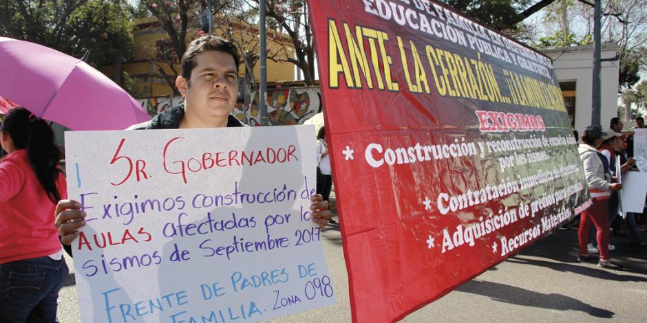 """CNTE """"multa"""" con $500 a padres si no marchan"""