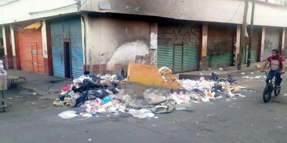 Localizan entre basura cuerpo de un extorsionador en Tepito