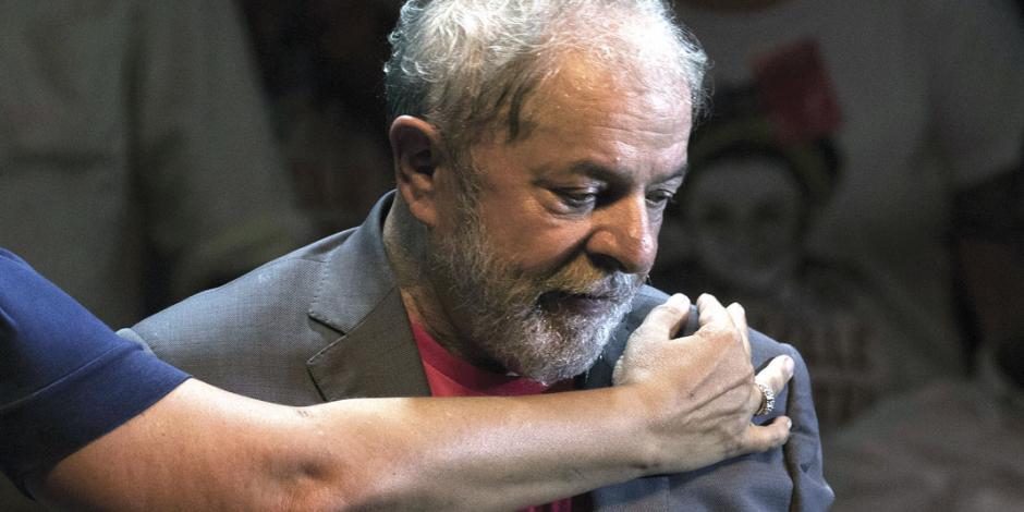 En el último minuto, Lula se baja de la contienda y unge a Haddad