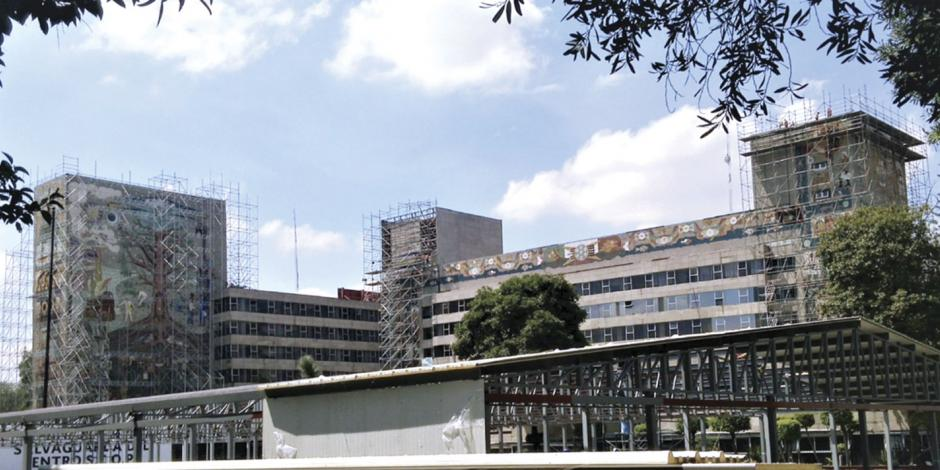 Académicos y artistas protestan contra retiro de murales en la SCT
