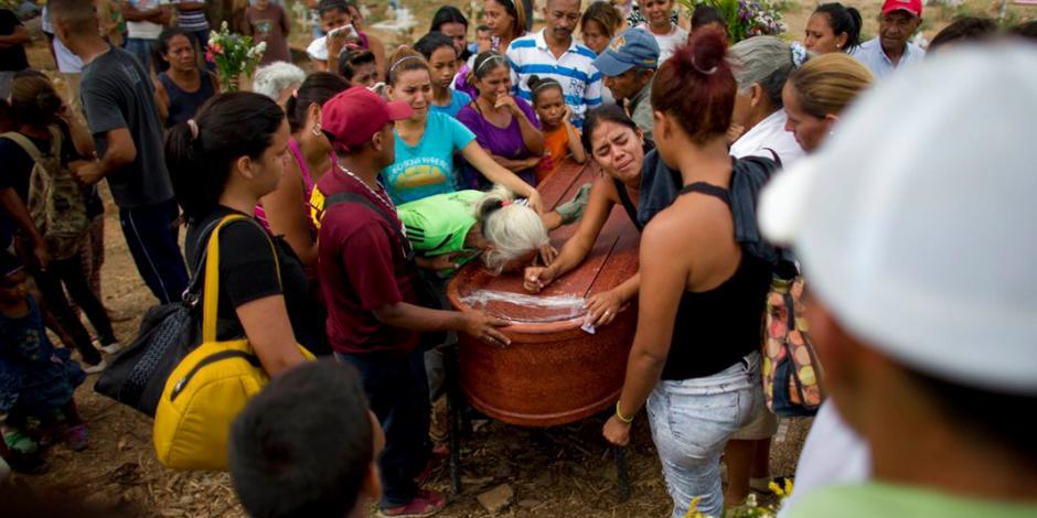 Detienen a 5 policías por incendio de cárcel en Venezuela