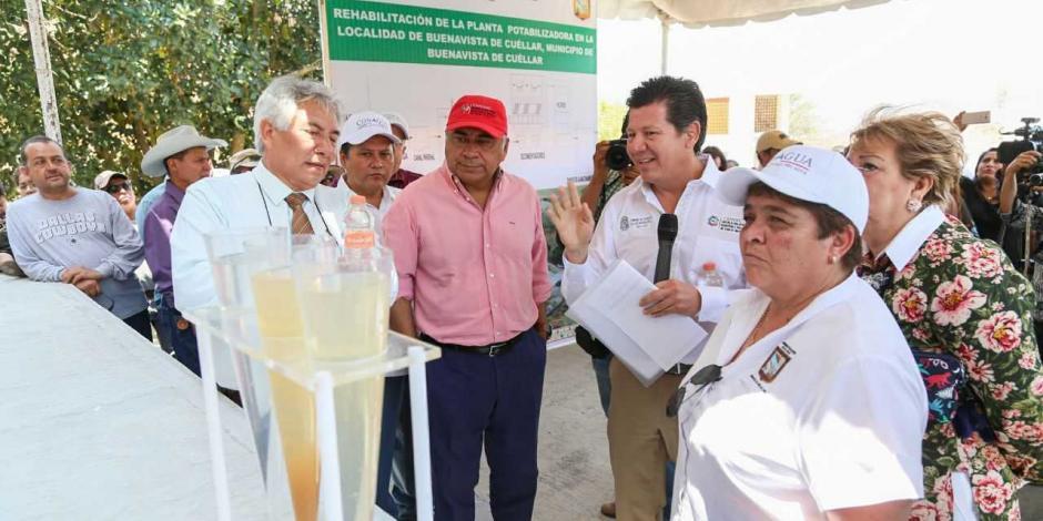 Entrega Astudillo planta potabilizadora y centro de salud en Buenavista de Cuéllar