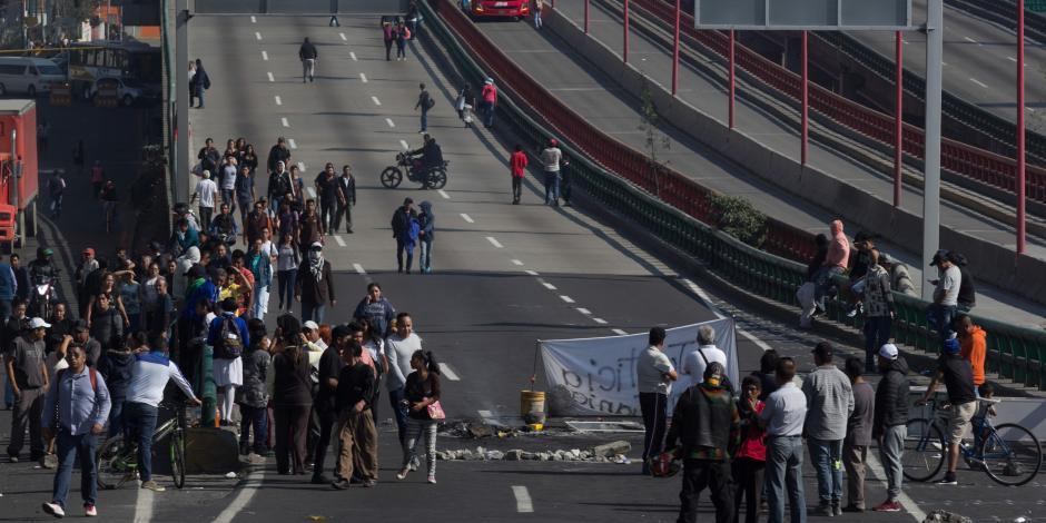 Bloquean 4 vías por conflicto en San Juan Ixhuatepec