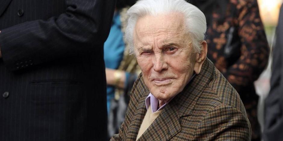 Kirk Douglas celebra hoy su cumpleaños 102, leyenda viva de Hollywood