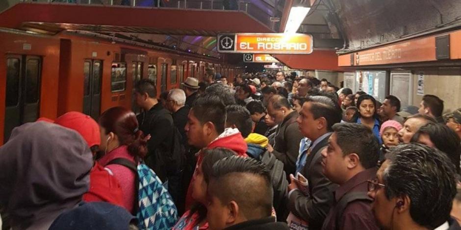Falla en trenes y lluvia matutina, retrasan operación del Metro
