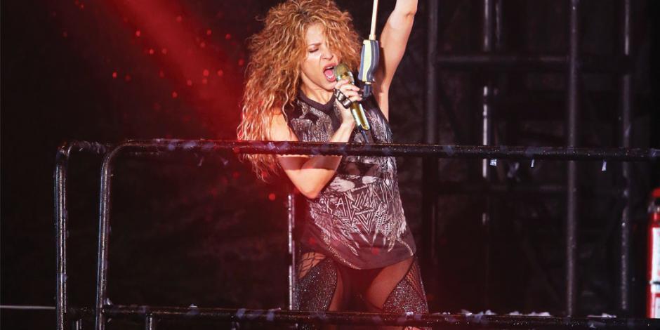 Ni un diluvio impide a Shakira mover sus caderas