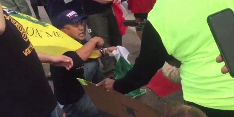 Simpatizantes de Trump destruyen bandera mexicana en San Diego