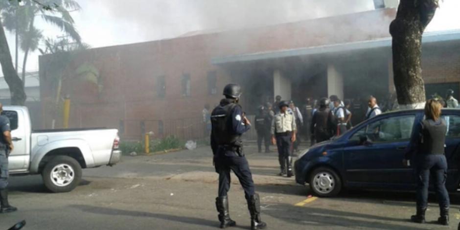 Mueren al menos 78 personas por motín en cárcel de Venezuela