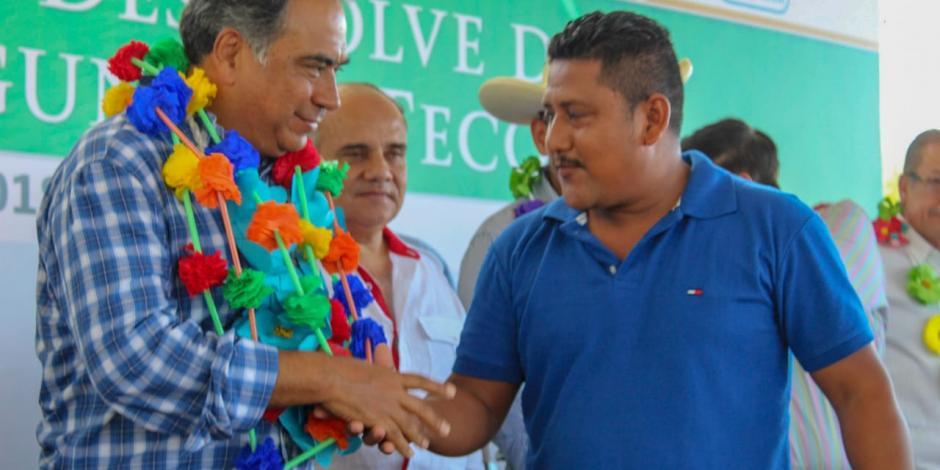 En Costa Chica, Astudillo entrega carreteras y obras educativas