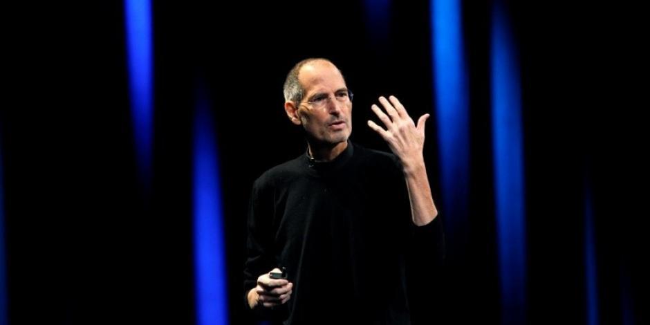 Revela hija de Steve Jobs que su padre la obligó a ver encuentros íntimos