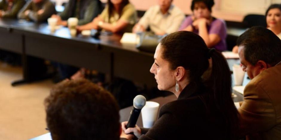 Sheinbaum dialoga con diputados y alcaldes sobre austeridad y corrupción