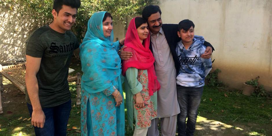 Malala llora al regresar a su pueblo natal después de 6 años