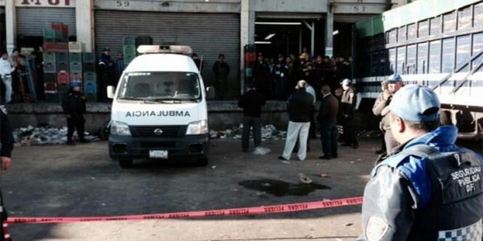 Asesinan ladrones a mujer policía en la Central de Abasto