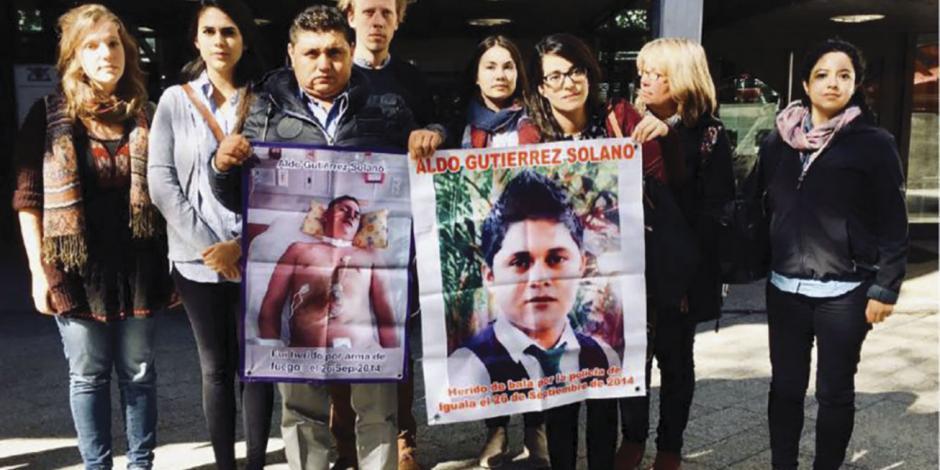 Normalista de Ayotzinapa en coma regresa con su familia