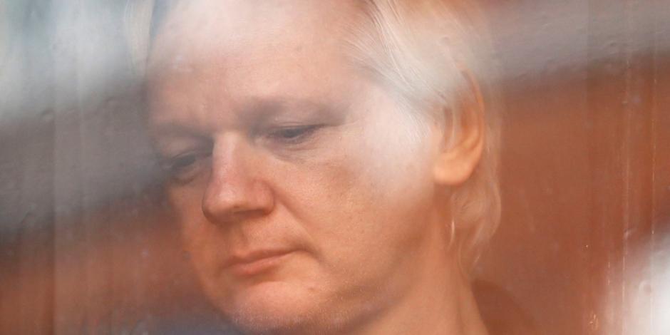 Refuerza Ecuador cerco contra Assange… ahora le quita Internet