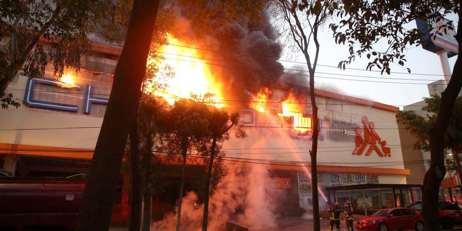 Suspenden clases en escuelas cercanas al Chedrahui incendiado