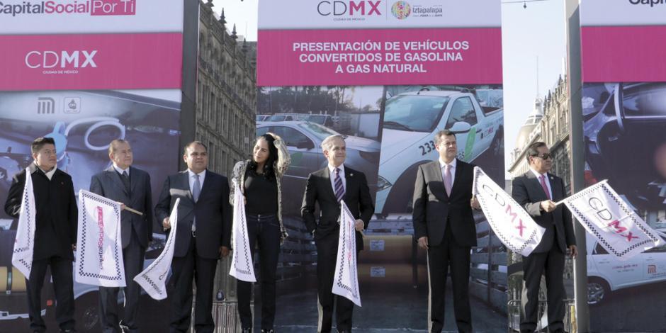 Entrega Mancera 88 vehículos oficiales adaptados a gas natural