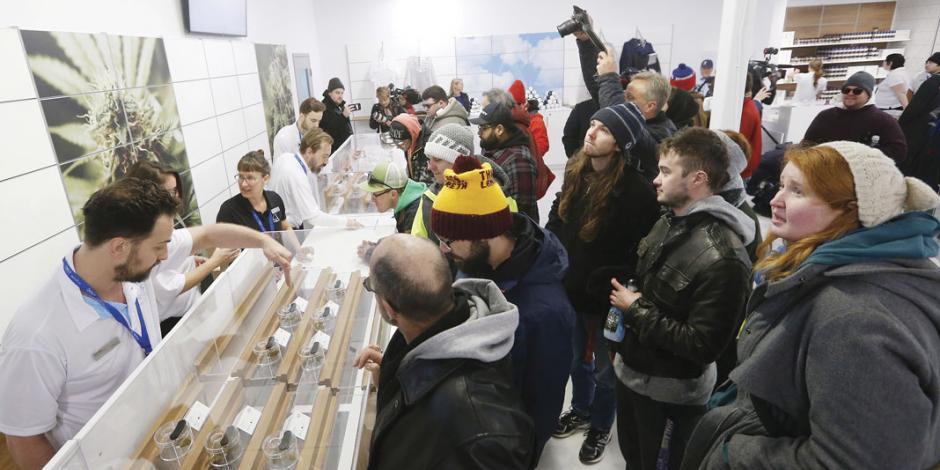 Inicia mariguana legal y van por amnistía... en Canadá