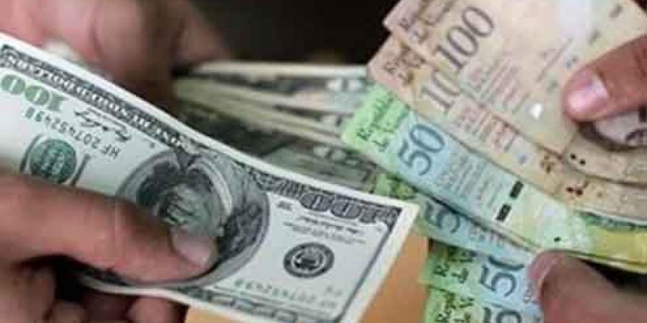 Dólar cierra en $18.10 en bancos de la CDMX; el más bajo en 14 meses
