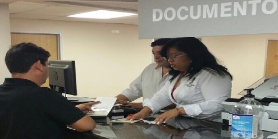 Separan de su cargo a empleado de consulado mexicano acusado de fraude