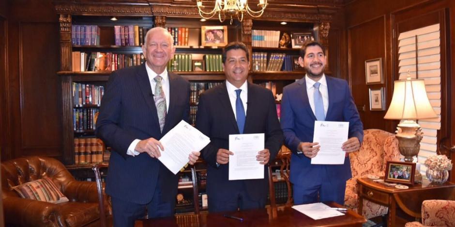 Gobernador Francisco García firma acuerdo con la Universidad Bautista de Houston