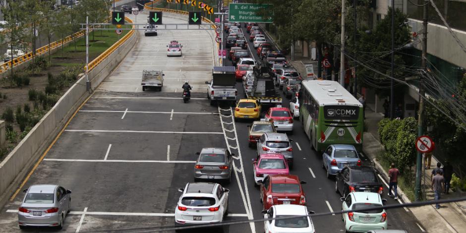 Este jueves no circulan autos con engomado verde