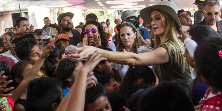 VIDEO: Entrega Paris Hilton cobijas a damnificados en Xochimilco