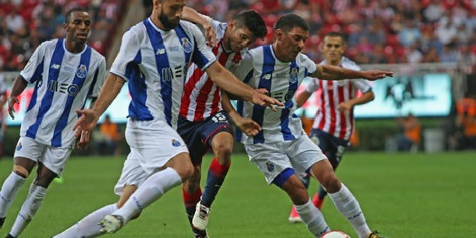 Chivas y Porto empatan a 2 goles en amistoso en el estadio Chivas