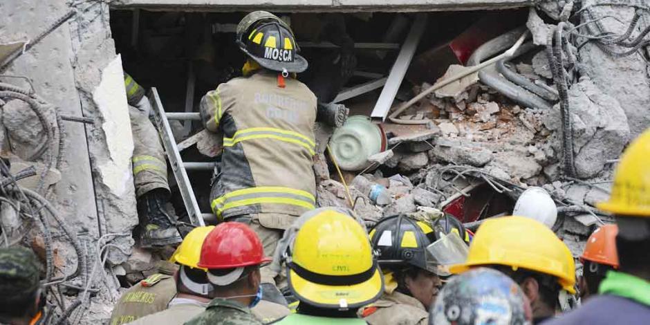 Renace tras 26 horas bajo los escombros